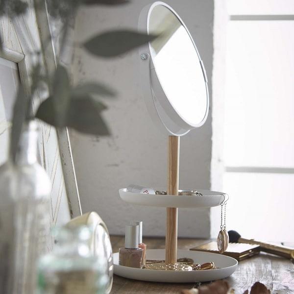 鏡をおいた部屋