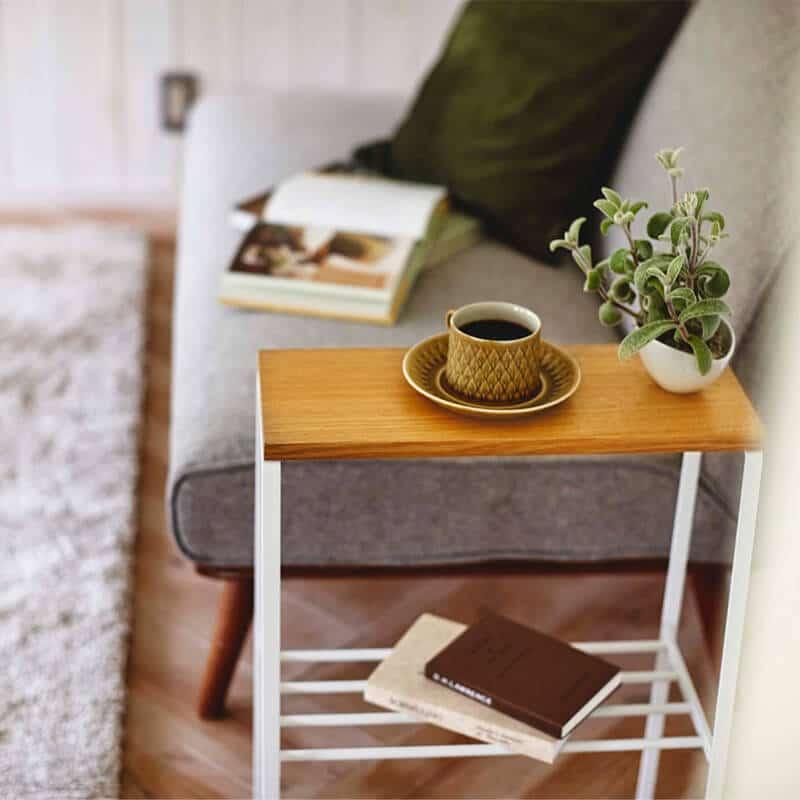 ソファー横に置いたサイドテーブル
