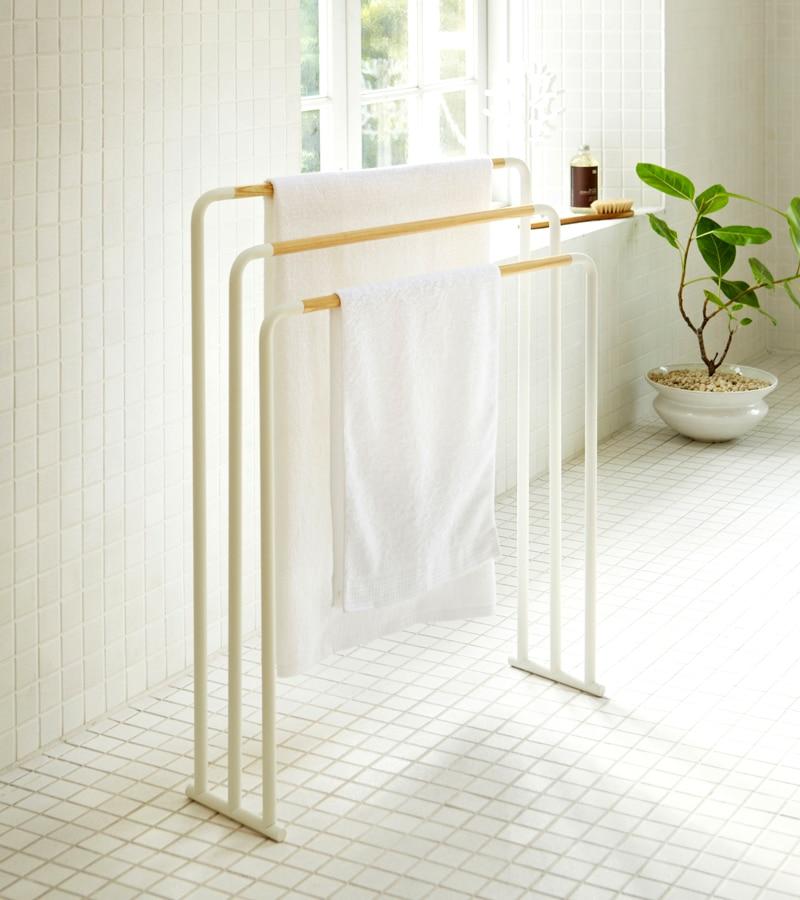 バスタオルハンガー3連とシャワールーム