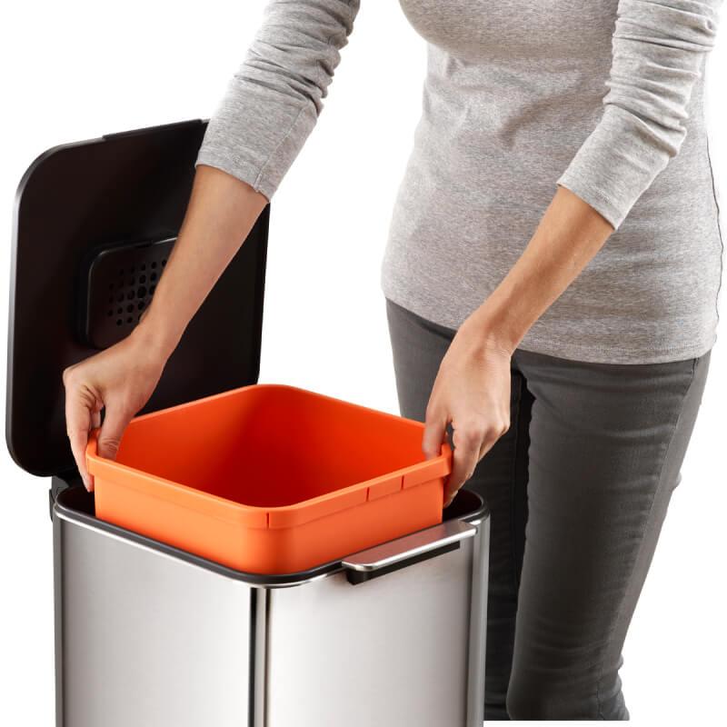 中箱が取り出せて洗えるゴミ箱。衛生的にも安心