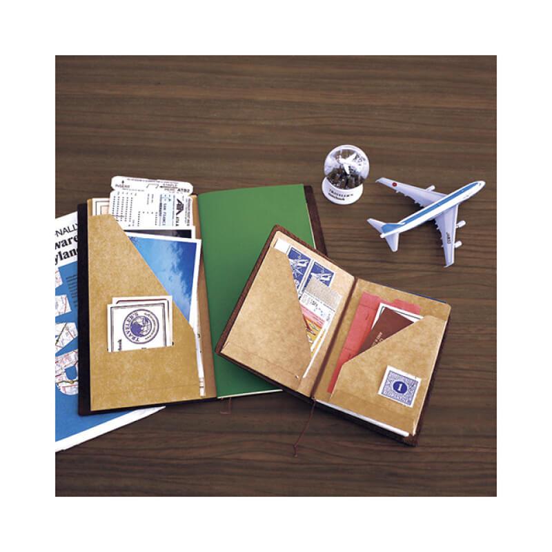 フォトブックにもなる自由な手帳にハマる人も多い「トラベラーズノート」とは?おすすめの使い方も